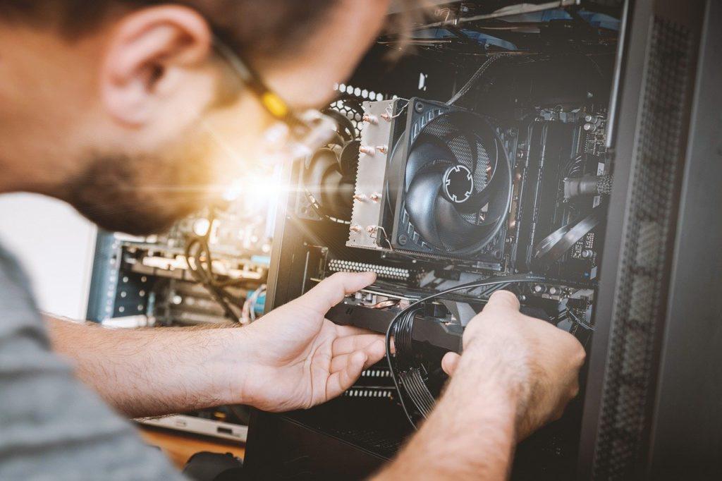 איש מתקן מחשב